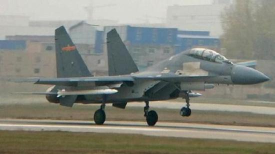 中国远程空空导弹已经采用了主动雷达加红外成像复合制导系统,注意弹头上面红外成像导引头
