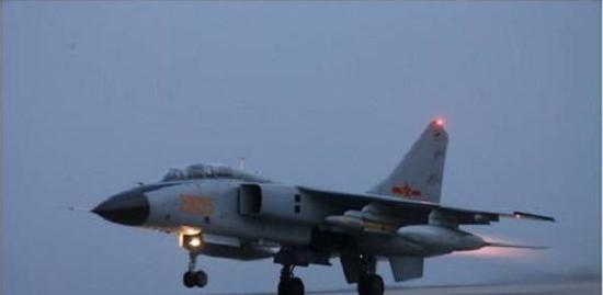 挂载YJ-91执行任务的歼轰-7A歼击轰炸机