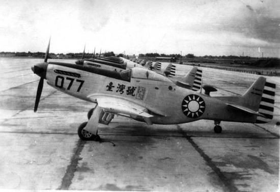 p-51飞机是美国人在第二次世界大战后期生产的一种活塞动力的单发飞机