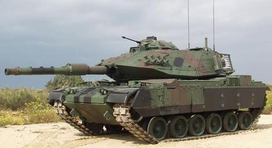 """以色列在M60A3坦克基础上改装的""""萨博拉""""坦克,安装以色列制造的120毫米坦克炮"""
