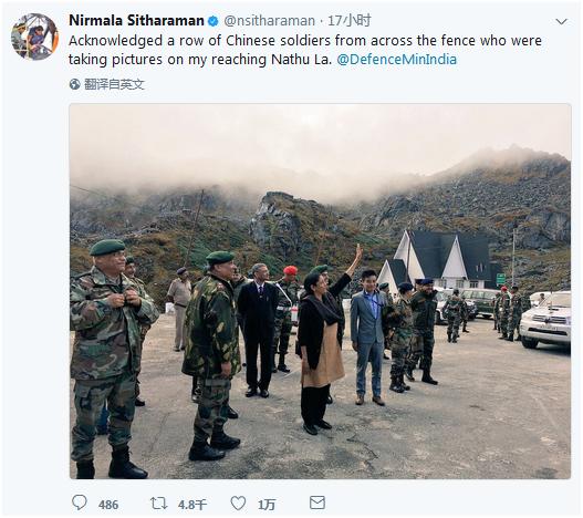 """西塔拉曼本人7日在推特上發文,稱""""越過圍牆向中國軍隊打招呼,他們正在拍照。"""""""