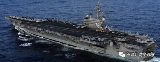 美国海军太平洋第七舰队的里根号航母正驶向朝鲜半岛海域。10月11日,里根号航母与日本海上自卫队一艘军舰在朝鲜半岛西南部的冲绳附近海域举行演习。此次演习正值朝鲜半岛局势紧张之际,日本海自在一份声明中表示,这次与里根号打击群的演习自周六展开,参与船只从分隔台湾及菲律宾的巴士海峡,航向较接近朝鲜的日本西南部岛屿附近海域。   但是,美国海军似乎觉得一个航母打击群还不足以威慑朝鲜。10月6日离开圣迭戈母港的美国核动力航母罗斯福号的行踪备受关注。美国海军仅表示,隶属于第三舰队的罗斯福号将被派