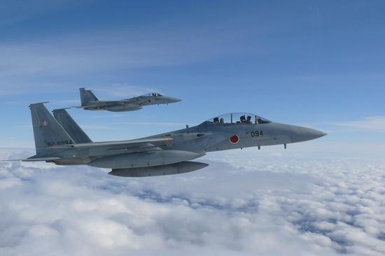 台湾飞机在自家地盘遭日军机拦截 网友称让大陆出面