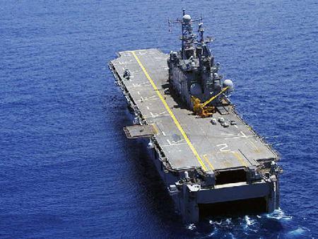 美军两栖攻击舰
