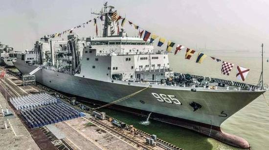 图说:呼伦湖舰加入中国海军作战序列标准照。
