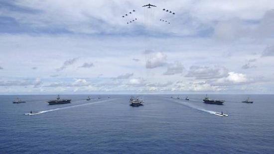 """图说:美国海军""""三航母群""""秀肌肉。"""