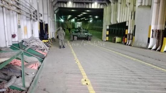 俄货轮再次运送大量军车到叙利亚,与美情报船偶遇董嘉耀军情观察室