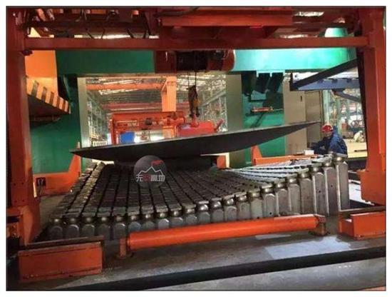 复杂曲面船板三维数控弯板装备