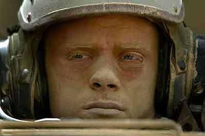 美军士兵曾精神失常驾M1坦克冲向战友 致5人死亡东风广场女尸案