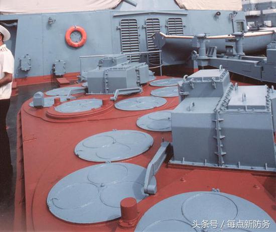我052D等防空驱逐舰是俄军3倍 055将完爆俄同级战舰