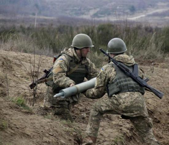 乌政府军内战吃大亏 兵工厂被渗透造劣质炮弹给军队