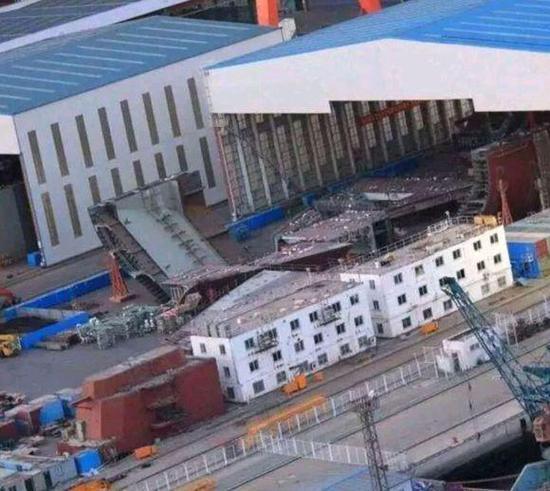 中国第三艘航母或将开始船坞建造 用常规动力加电弹