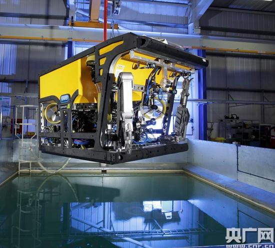 中国造出全球最大功率无人潜水器 提货4吨潜深3千米
