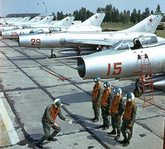 60年代的俄国空军部队。当时其和美国之间火药味很浓