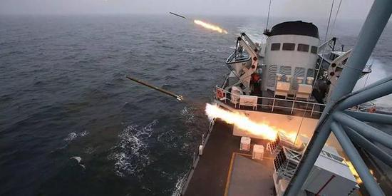图片:舰载122火箭炮齐射,感谢原作者