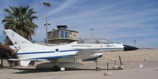 图片:博物馆里的狮B-2原型机