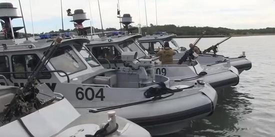 图为中国向菲律宾赠送的4艘巡逻艇。