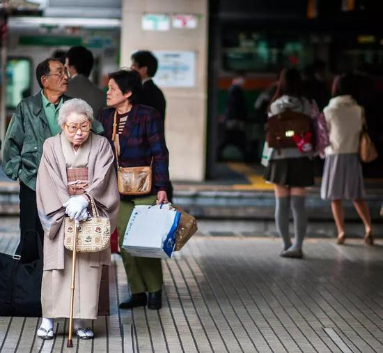 """遭遇""""老后破产""""不知为什么活着 日本独居老人有多惨"""