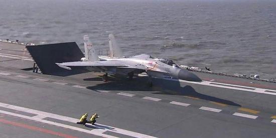 ▲准备起飞的J15(图片来源:网络)