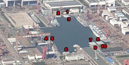 (在江南造船厂的港池中,出现了同时开工建造10艘726A型的盛况)