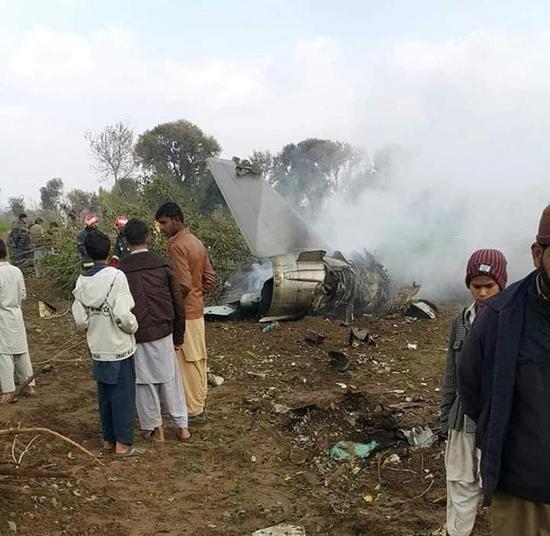 巴基斯坦1架战斗机坠毁 两名飞行员丧生(图)