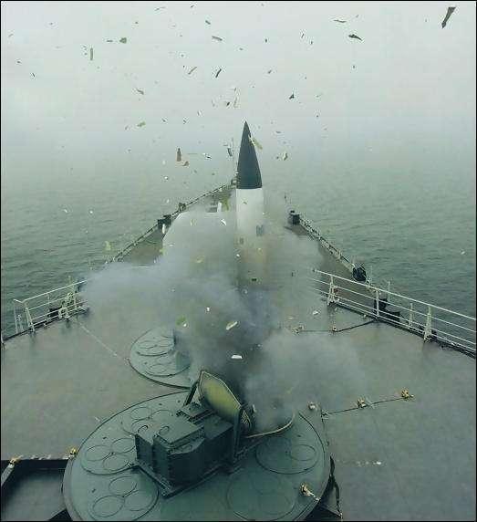 """图片:发射中的""""里夫""""舰空导弹,只有一个发射口"""