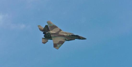 图为在叙利亚领空内执行任务的以色列F-15战机。