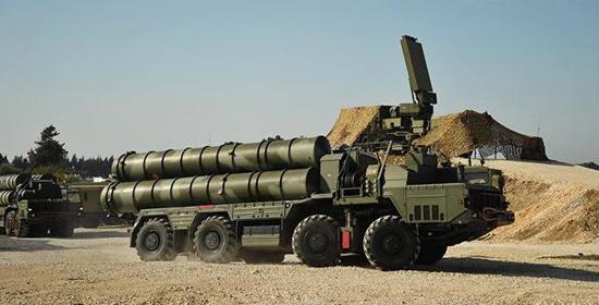 图为部署在叙利亚的俄罗斯空天军S-300防空导弹。