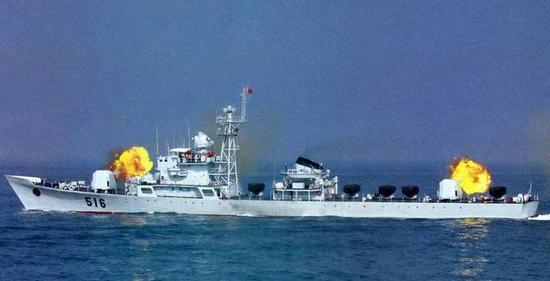 图片:前后主炮开火的九江舰