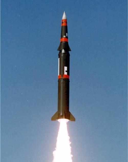 潘兴2重7.6吨,射程2000公里,弹头重量650公斤