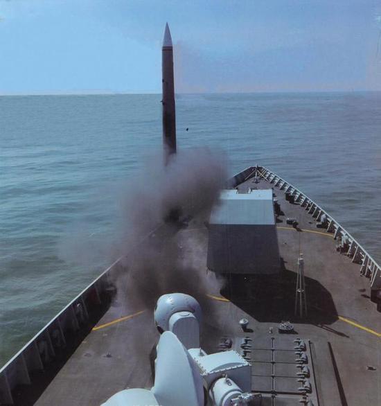 图片:052D发射红旗9B舰空导弹