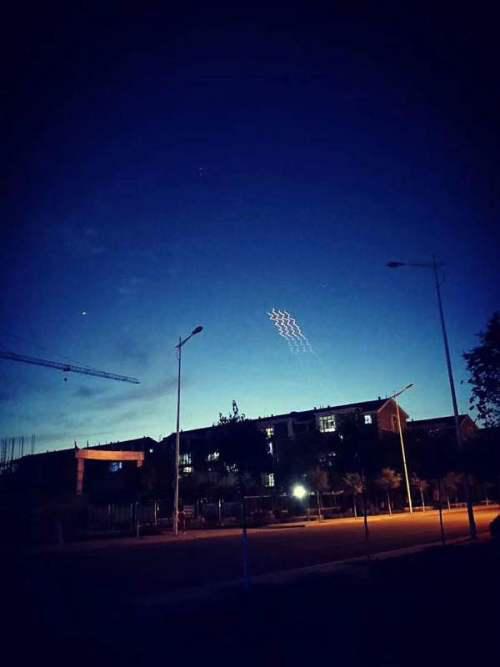 中国西北夜空现4道红色亮线 疑为多弹头导弹试验(图)