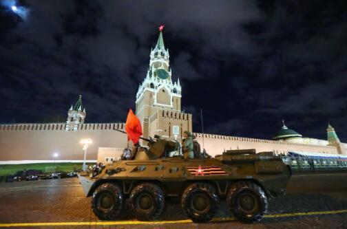 俄罗斯举行红场阅兵预演彩排 无人装备成亮点(图)党委书记七一讲话