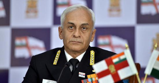 印度海军司令苏尼尔?兰巴上将(印度IANS新闻社配图)