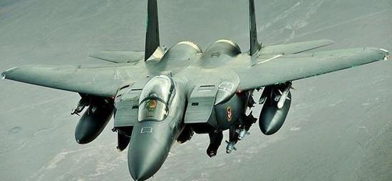 图为F-15战斗机