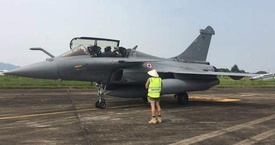 """图为顺访越南的法国空军""""阵风""""战斗机。"""