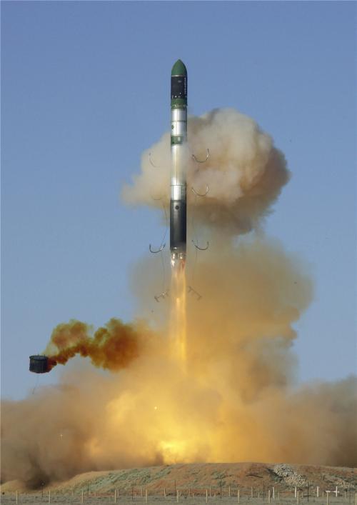 俄为何要造萨尔马特洲际导弹 常规武器跟不上美节奏