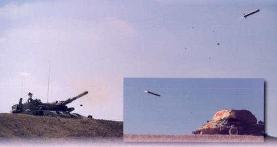 """以色列""""梅卡瓦""""坦克试射""""拉哈特""""炮射导弹。"""