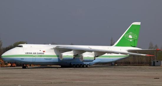 图为目前停留在乌克兰的,利比亚拥有的安-124运输机。