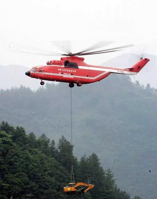 汶川地震再回首:当时全国仅一架直升机能吊运挖掘机
