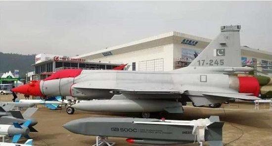 国产航空隐身制导布撒器公开亮相 已批量生产列装