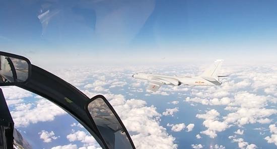 中俄近20架战机飞越韩防空识别区 韩国空军急了