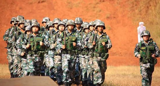 中国军人(新华社)