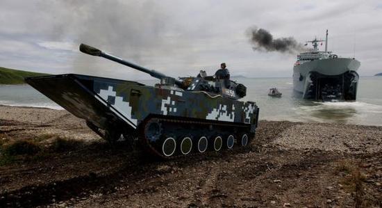 图为海军陆战队的05式两栖突击车。