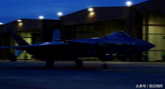 我歼20夜战显示超强机动性 作战半径或超美F35和F22