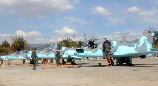 资料图片:玻利维亚空军使用的中国产K-8教练机。(图片来源于网络)