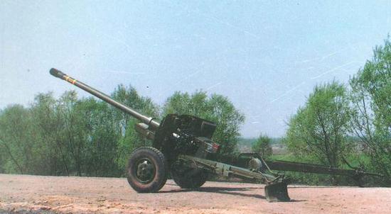 ▲图为100毫米高膛压滑膛炮