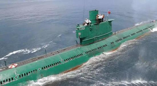 ▲客观来说,033型虽然仍然是朝鲜最大的攻击型潜艇,但性能也是严重落后了