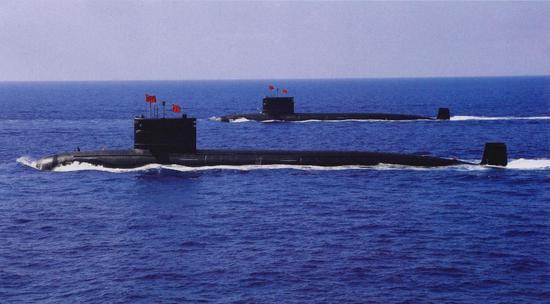 093(近)和093A(远)型核潜艇。