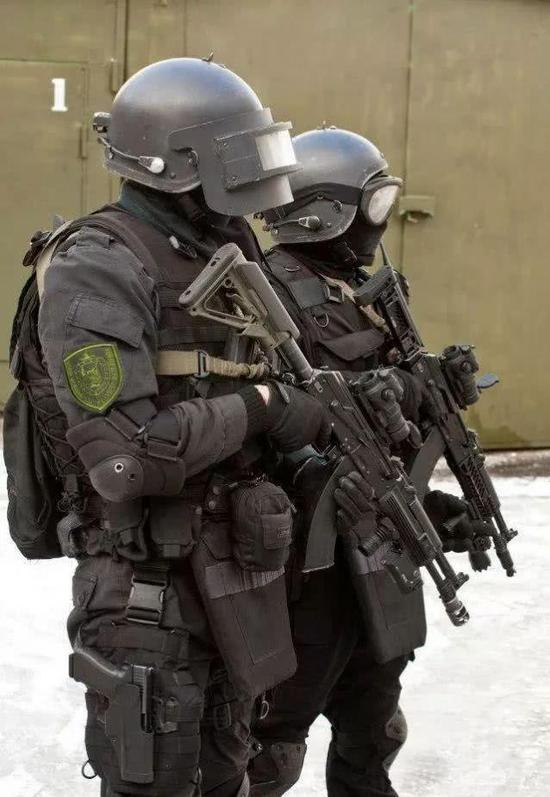 解放军新式头盔为何与美军一样 是山寨的产物吗(图)